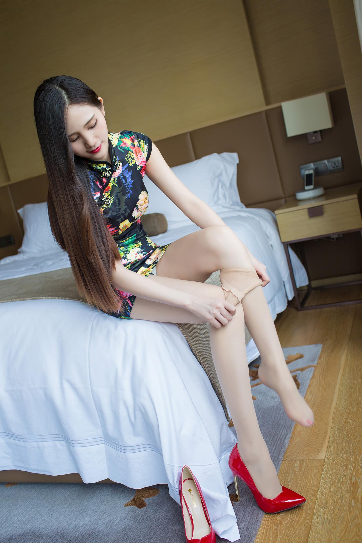 印花旗袍  白丝高跟 - 花開有聲 - 花開有聲