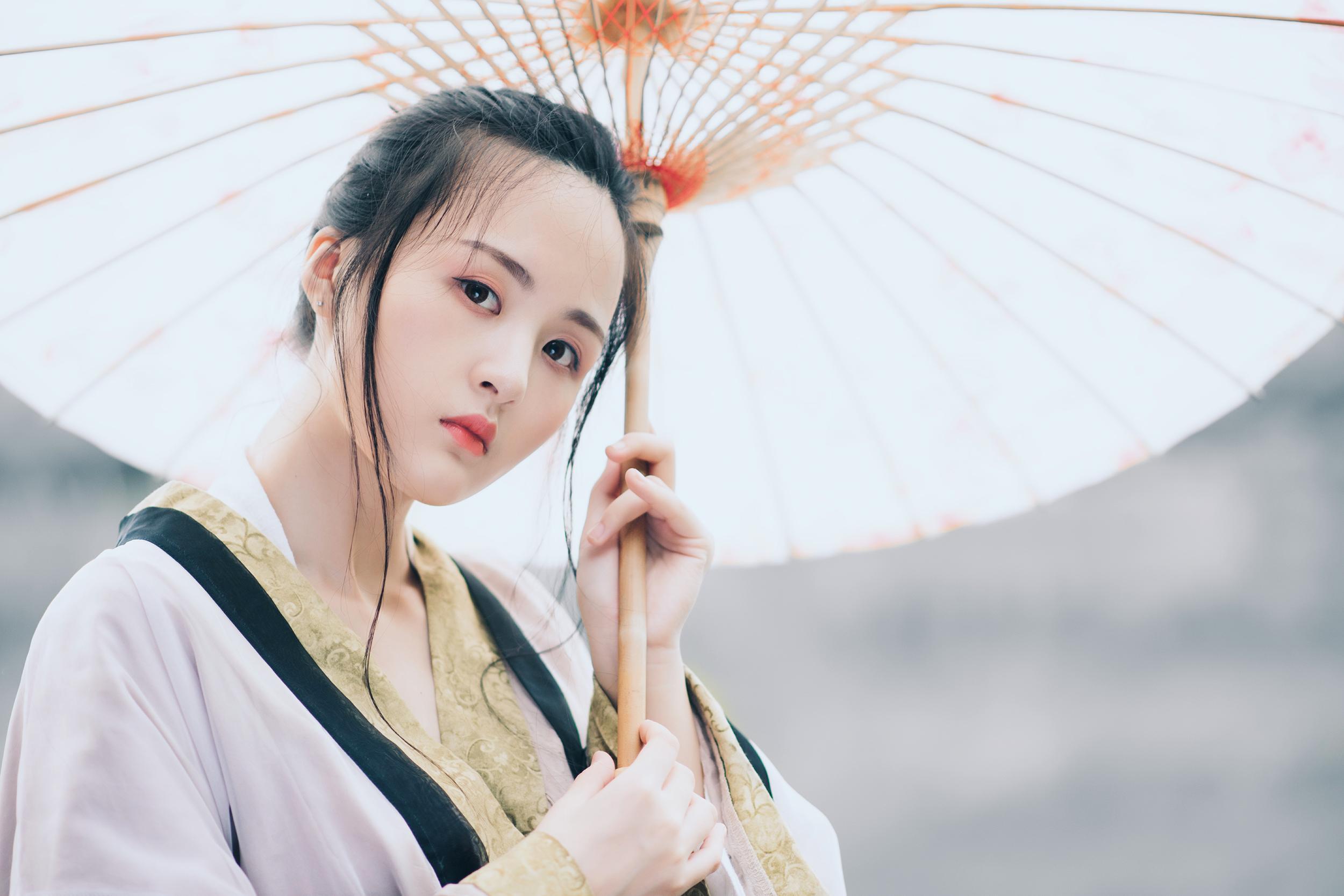 【人像摄影】油纸伞下的相思之苦  -  水墨凝烟  -  花仙子的博客.