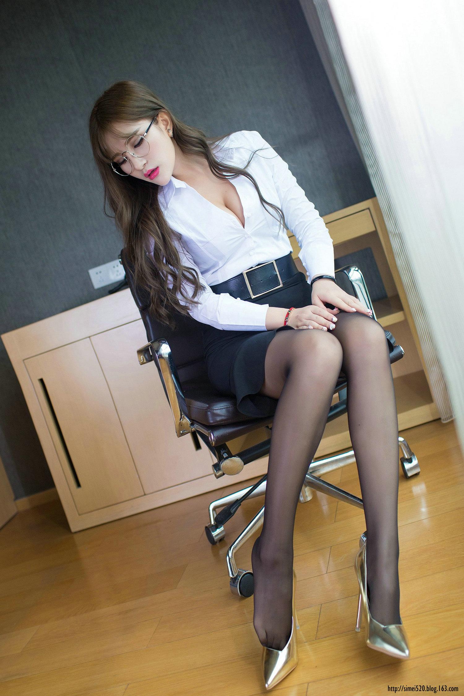 眼镜姑娘的黑丝袜 - 花開有聲 - 花開有聲