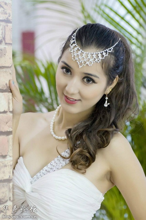 白靓少妇图片 125576 498x750
