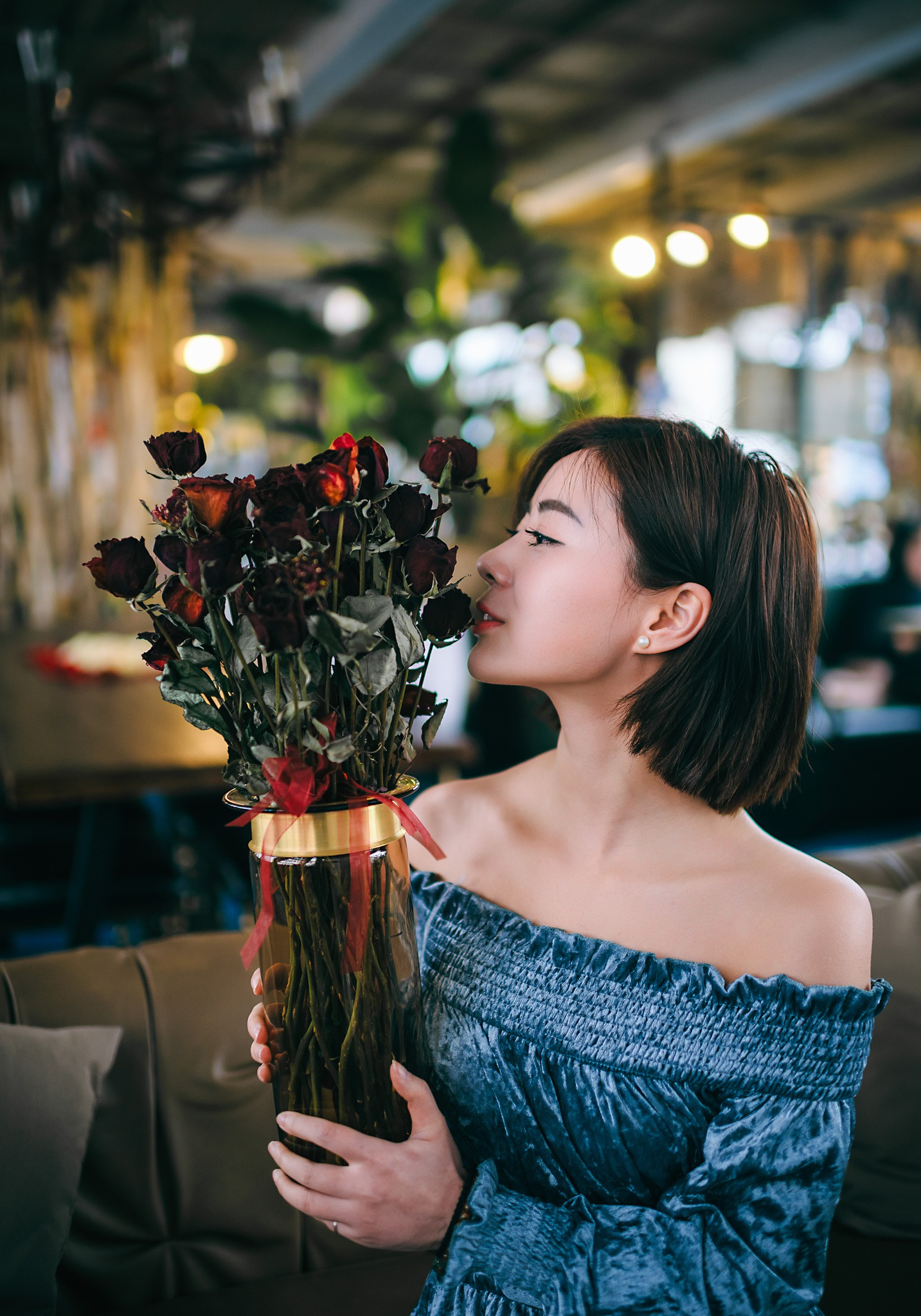 【人像摄影 欣赏】情人玫瑰 /水乡女子  -  水墨凝烟  -  花仙子的博客.