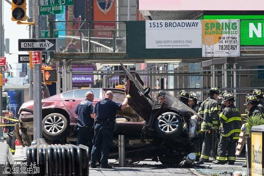 纽约汽车冲撞行人致1死22伤图片