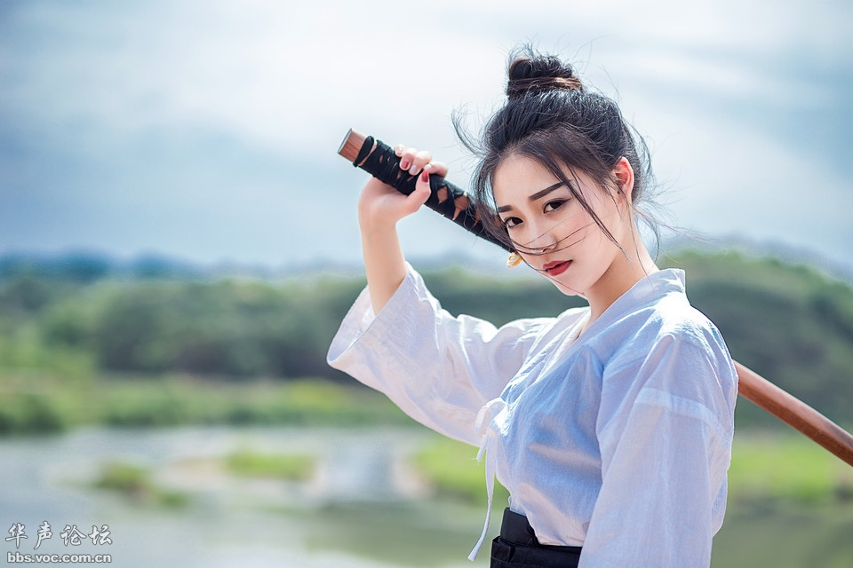 清纯靓丽的剑道美女,霸气侧漏武侠范