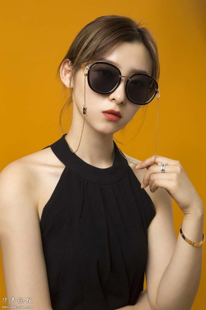 """戴""""眼镜""""的女孩 - 1505147909 - 太阳的博客"""