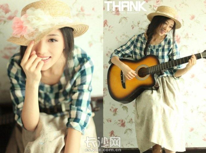 女生弹吉他 唯美图片_女生弹吉他 唯美图片下载