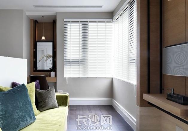现代白色时尚小三房室内装修效果图