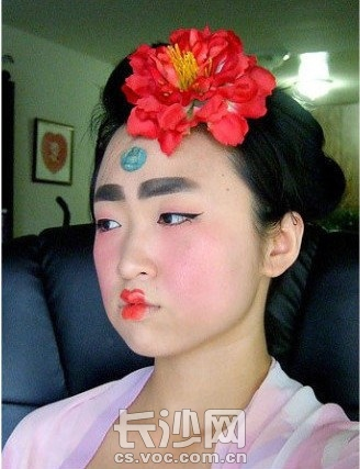 唐朝仕女仿妆这个样子 古代 现代的审美观真的不一样啊图片