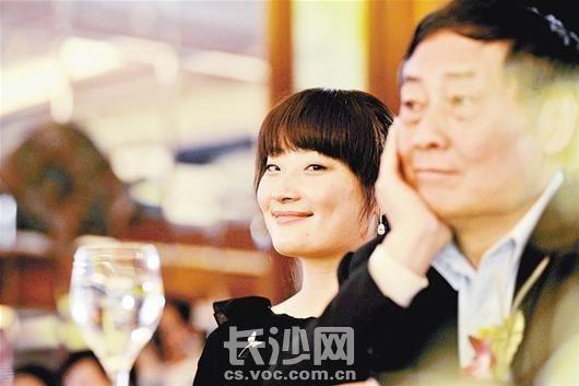 宗庆后给女儿宗馥莉征婚(附宗馥莉照片),屌丝们抓紧机会了 qq联系方式都来吧