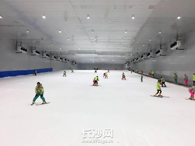桃花雪缘室内滑雪场1.jpeg
